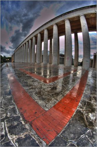 colonnato con mattoni rossi hdr colore roma palazzo lavoro-marioiscra