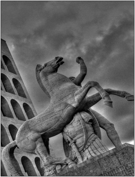 statua equestre eur bianco&nero