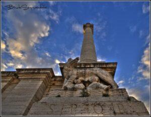 colonna romana spqr