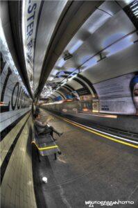 metro londra particolare in attesa