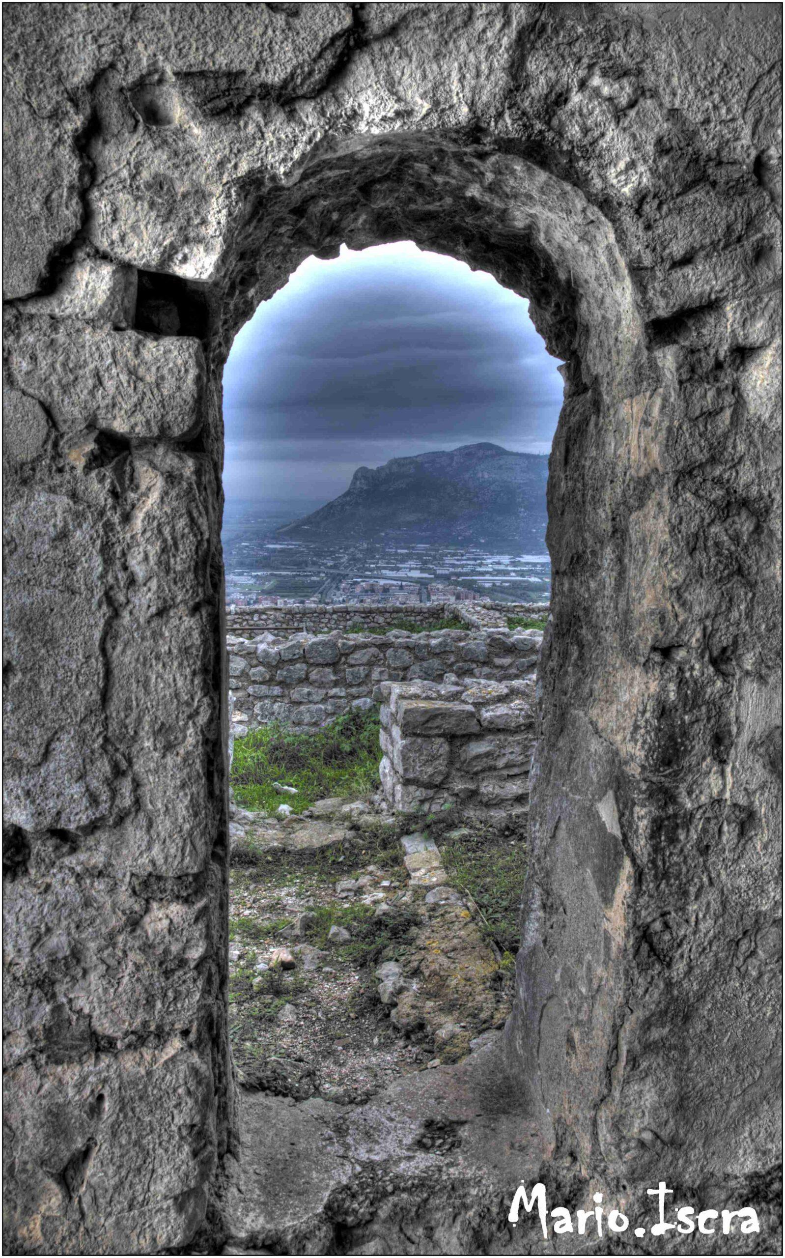 panorama di montagna con cornice