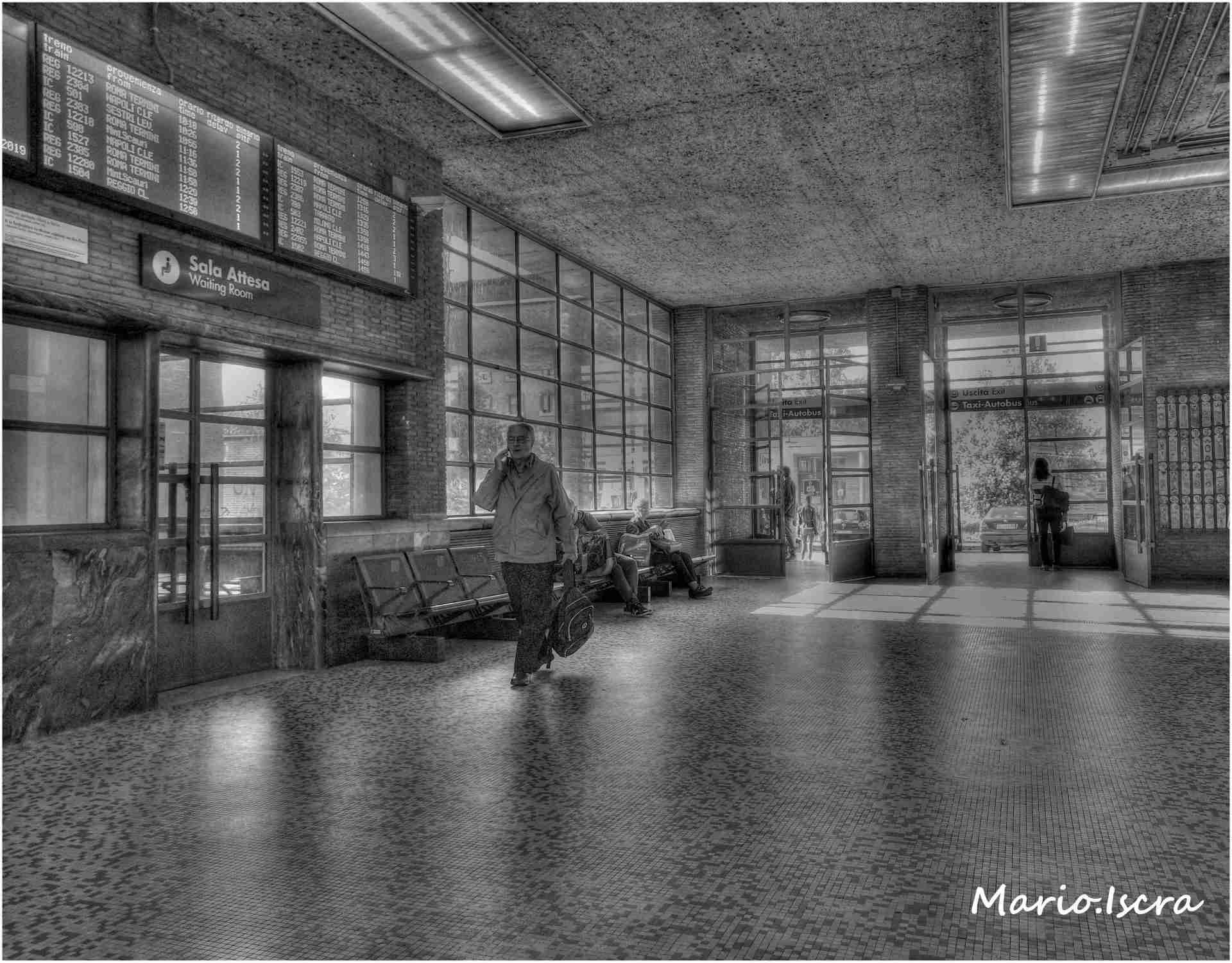 stazione latina atrio b/n