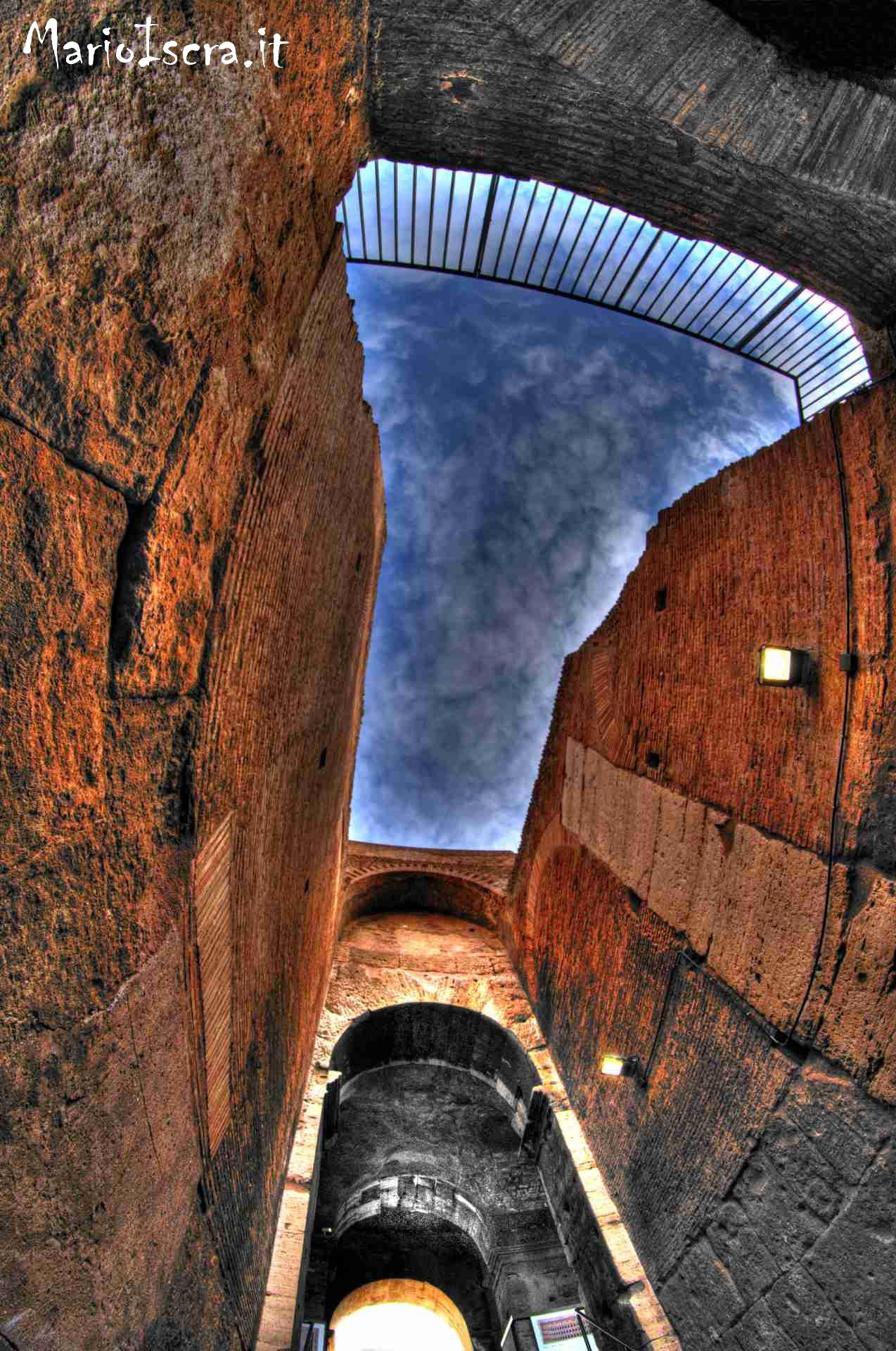 porzione di cielo colosseo roma