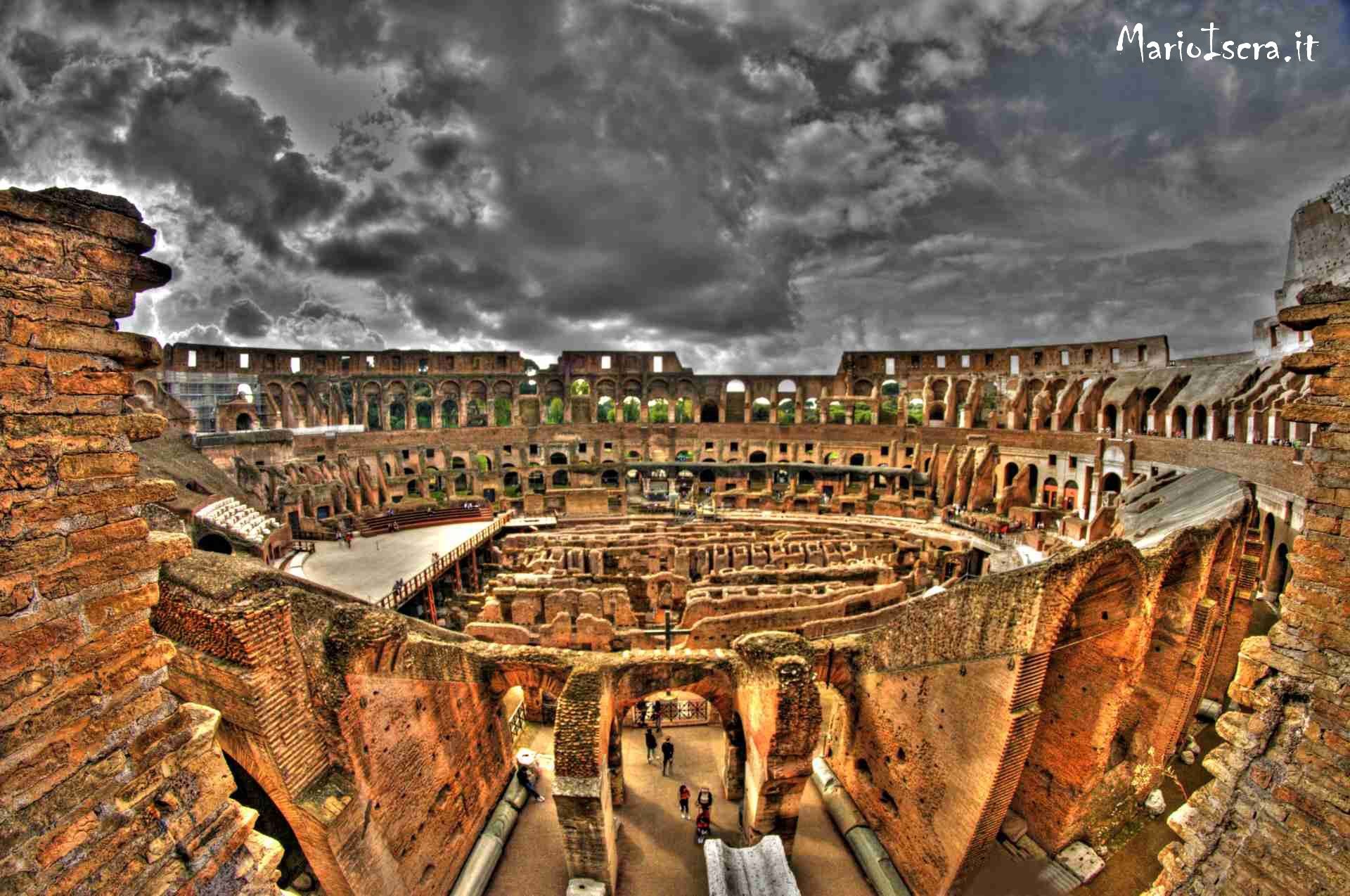 panorama interno colosseo roma